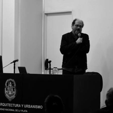 """Claudio Vekstein dio inicio al ciclo """"Arquitectos/as argentinos/as en el exterior"""""""