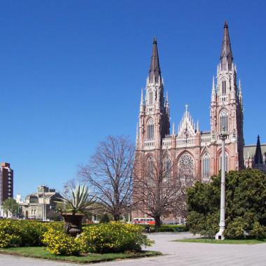 """Seminario de Posgrado """"Catedral de La Plata: Proyecto, rehabilitación y completamiento y su diseño paramétrico"""""""