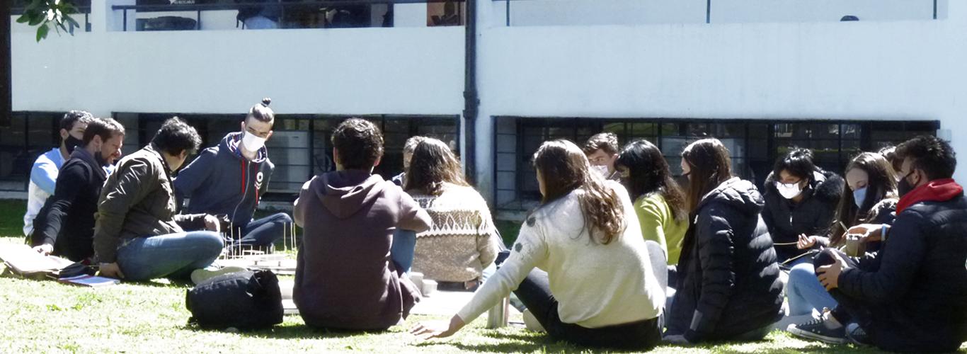 Retorno a la presencialidad de estudiantes y docentes en la FAU